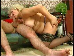 A vovó russa quer sexo de cara jovem