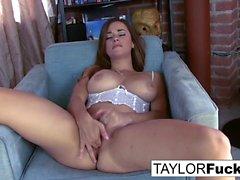 Taylor Vixen protzt diese erstaunlichen Titten