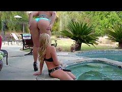Alexis Texas et AJ Applegate - lesbien strapon grand cul