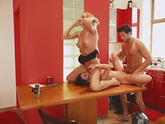 Los Consoladores - Hot cuckold threesome in the kitchen with beautiful European babe