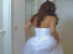 Garota em seu o casamento veste fodidos duramente