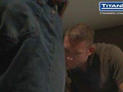 Hot Black Guy ass baise son locataire