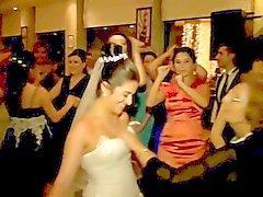 Ela tateava seios das noiva
