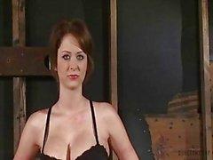 Emily Addison maravilhoso corpo amarrado e fodido por máquina do caralho - Orgasms