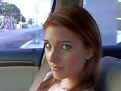 Adolescente alemán recogió sexo en el asiento trasero del coche