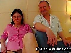 Mollige vrouw wordt gefilmd voor de eerste keer