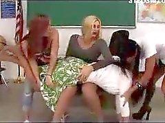 Teacher onu Doç Derslik 3 Kızların By Kırmızı şaplak Başlarken