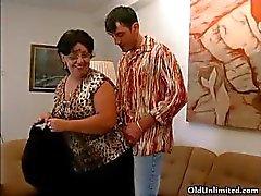 Şanslı genç bir adam part3 emme azgın büyükanne