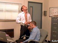 Underbara glad blir rumpa slog på kontoret