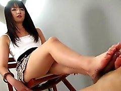 petite lycéenne chaude donnez d'un Branlette avec pieds shoejob magnifique