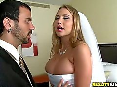 De Big pechos de Alanah Rae novia implora sexual