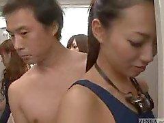 Невидимый голого человека во женщин раздевалке