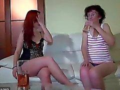 Grannies ridée des lesbiennes slim putain de