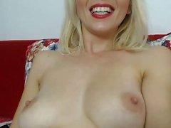 Rachel Starr juega con su coño hasta el orgasmo de cerca en la webcam