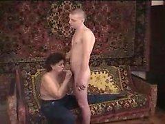 Moden Kvinde & Ung Fyr (Dänischer Titel) (Nicht dänischer Porno) 23