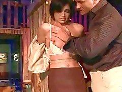 Hot MILF Szilvia Lauren bondaged ve becerdin alır