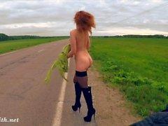 Jeny Smithin julkinen alastomuus tiellä