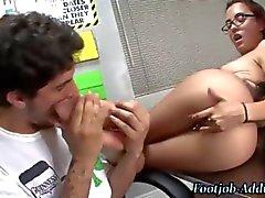 Femdom учителя составляет студент ебать ноги