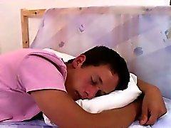 Денис Рида просыпается сладкие с Томми Белый и трахает его мудак