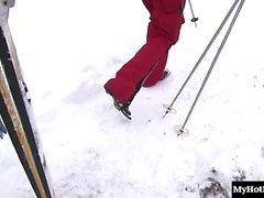 Casarme con de la reina es una rubia amantes del esquí caliente.