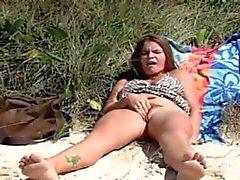 ROKO VIDEO - masturbieren at the Beach