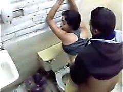 Scopare sorella nella igienici di Cash