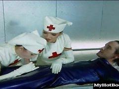 Сабрина Нефрит и Зои детеныши красивые латексная краска медсестры, которые об