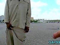 Homosexuel interraciaux en levrette