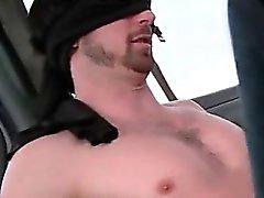 Rousses l'alimentation Gay Straight Dick dans du bus