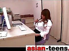 Mamas gigantescas asiáticas masturba no cargo