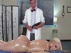 Del tempo di massaggio intimo per Anikka Albrite