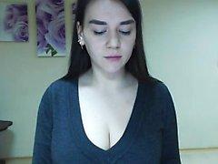 Brunette sexy Gianna Michaels huilant son gros cul et ses seins