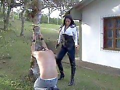 latin metresi onu köle cezalandırır