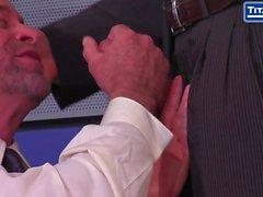 Boss Adams russisch verlangt Blowjob