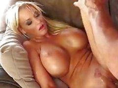 Big Busty Blonde knullas av en massiv kuk