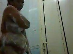 nihma USAM hot filippina prendere doccia bollente