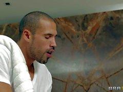 Esperanza Gómez im Akt die Massage genießt