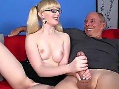 Große Brüste Spex Teen Ruckeln Schwanz für erstes Mal