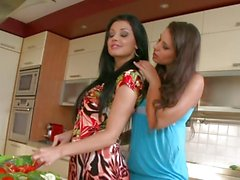Aletta Ocean and Zafira in the kitchen cut vegetables