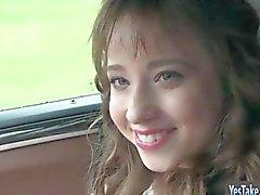 Recht jugendlich Taissia Shanti Arsch Fremdling auf dem auto gefickt