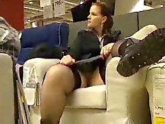 kåta ex flickvän blinkande och gnugga hennes stora håriga fitta i IKEA