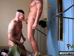 Hot gay oralsex med creampie