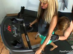 Bella has dropped by Evan's place to buy his treadmill. Of