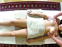 Clienti di povera sbattuti e la sbattevano sulla tabella di massaggio