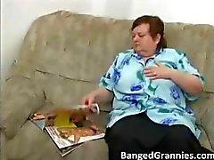Büyük göğüsler ile Fat MILF sürtük azgın alır