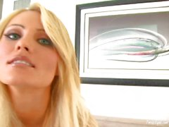 Hanna de Hilton est solitaire, mais sexy