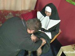 Deutsch Reife Nonne von der Pastors in der Kirche gefickt werden