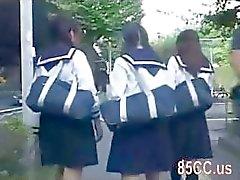 Nettes Schulmädchen mit dem Bus Geek 02 belästigt zu