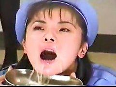 A namorada asiática amadora bateu e cumshot facial