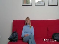 Jong meisje met geile tepels knal
